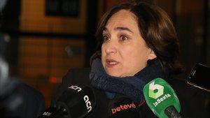 Colau buscarà el xoc amb Valls i deixarà que ERC i el PDECat es desgastin