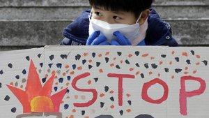 Un estudiante protesta contra la crisis climática en Corea del Sur durante una manifestación en 2019.