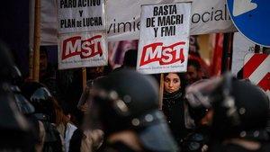 L'Argentina es paralitza en la cinquena vaga general contra Macri