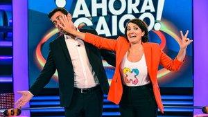 Arturo Valls y Sílvia Abril, durante el desenfadado cambio de 'mando' en el concurso de A-3 '¡Ahora caigo!'