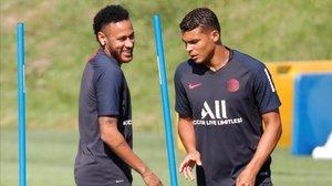 Los brasileños Neymar y Thiago Silva, en un entrenamiento con e PSG, en agosto pasado.