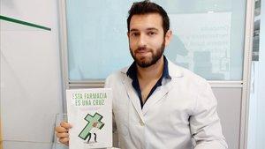 Guillermo Martín Melgar, autor de 'Esta farmacia es una cruz'.
