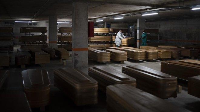 Barcelona reconverteix un aparcament en dipòsit de cadàvers per evitar el col·lapse de Madrid