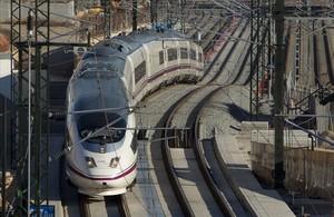 jcortadellas21536942 barcelona 13 02 2013 ave tren de alta velocidad de adif que160808183946