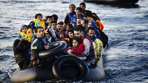jgblanco31465571 topshots migrants and refugees arrive on a dinghy on the gr170418103915
