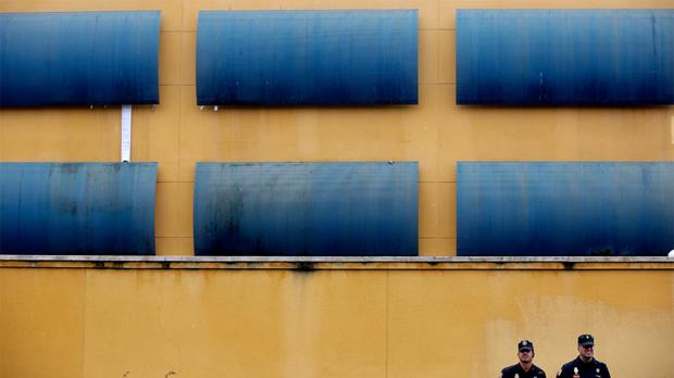 Varios internos intentan escapar del CIE de Aluche en Madrid