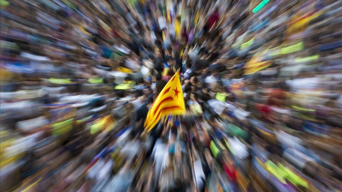 Concentracion en Gran Via con Rambla de Catalunya frente a la Conselleria de Economia y Finanzas de la Generalitat de Catalunya por los registros realizados con motivo del 1 O