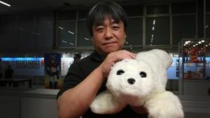 Takanori Shibata, creador del robot terapéutico Nuca.