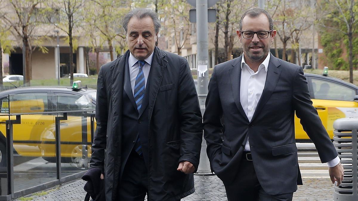 Sandro Rosell junto a su abogado, Pau Molins, en una imagen de archivo.