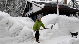zentauroepp41536575 a woman shovels snow in the village of val d isere as the p180302154058