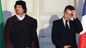 Nicolas Sarkozy y Moamer Kadhafi en una imagen de archivo de diciembre del 2007.