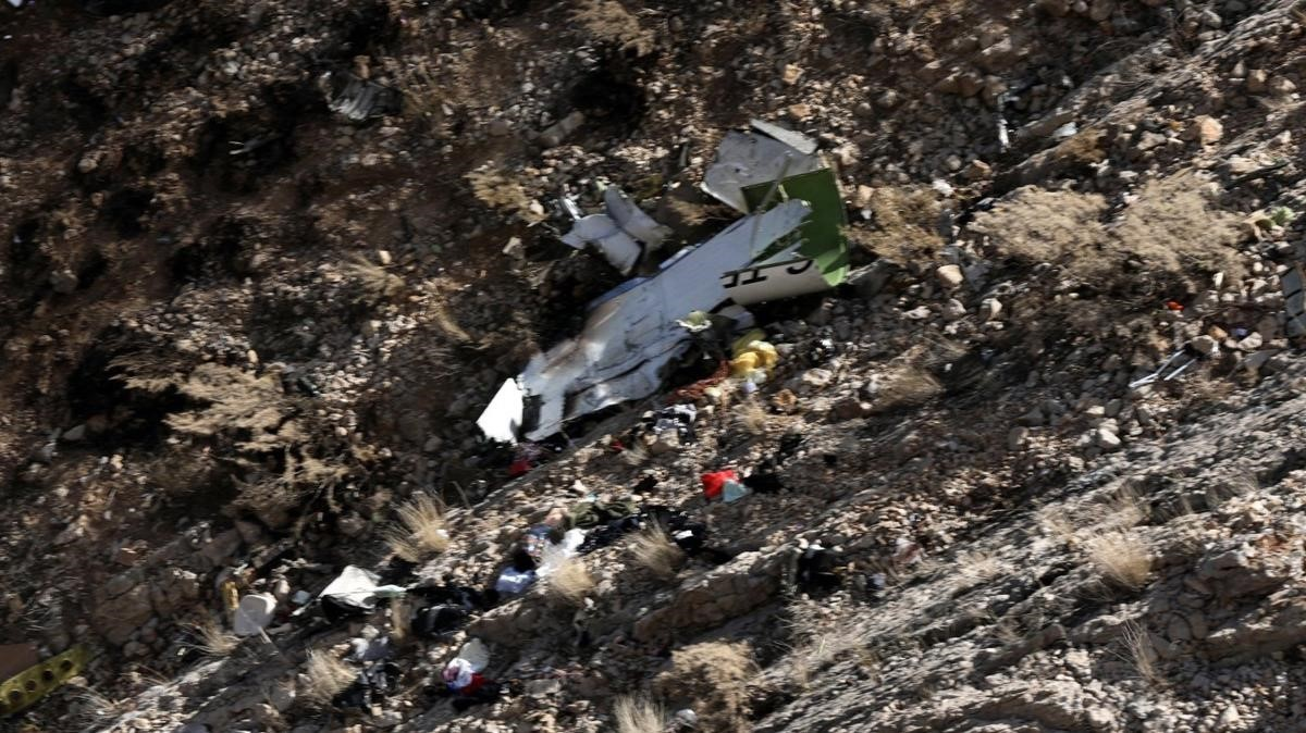 Vista aérea de los restos del avión privado turco accidentado en Irán.