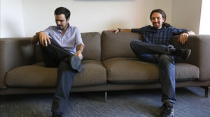 Alberto Garzón y Pablo Iglesias, en la sede de Podemos, durante el encuentro mantenido entre ambos el 24 de junio.