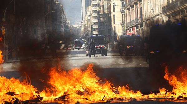 Altercats aquet matí durant la manifestació contra les retallades educatives celebrada a Barcelona.