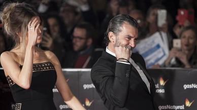 Antonio Banderas amb la seva parella, Nicole Kimper, a l'arribar a la clausura del Festival de Cine de Màlaga.