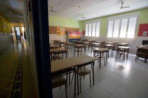 Un aula vacía por el estado de alarma para frenar el coronavirus.