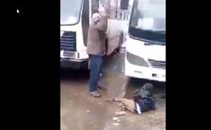 Indignació a Algèria per un vídeo en el qual colpegen un nen migrant i se'n burlen