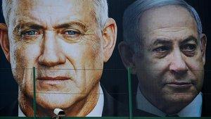 Carteles electorales de Benny Gantz y Binyamin Netanyahu.