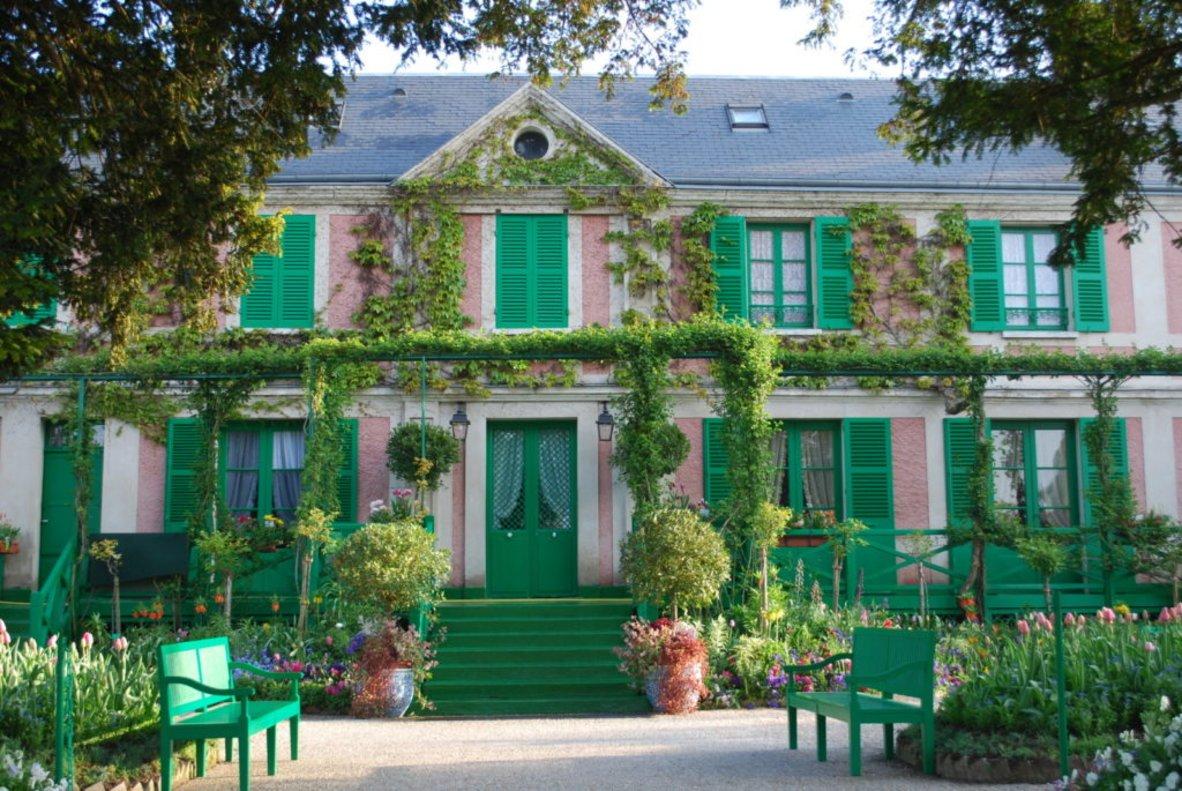 Entrada a la casa de Claude Monet en Giverny.