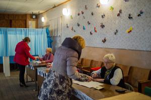 Ciutadans de Sebastopol voten aquest diumenge en el referèndum dannexió a Rússia.