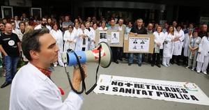 Protesta en el Hospital de Bellvitge contra los recortes en la sanidad pública.