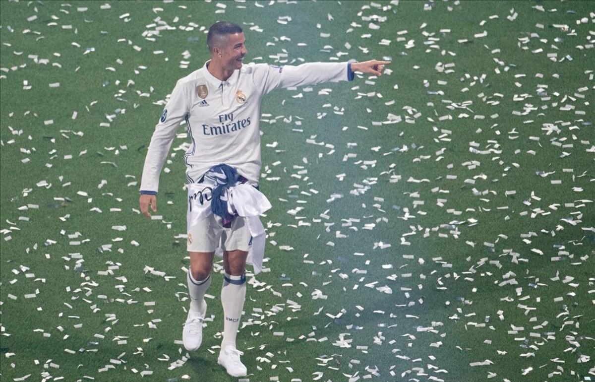 Cristiano Ronaldo, durante la fiesta del domingo en el Bernabéu tras lograr la Duodécima Champions.