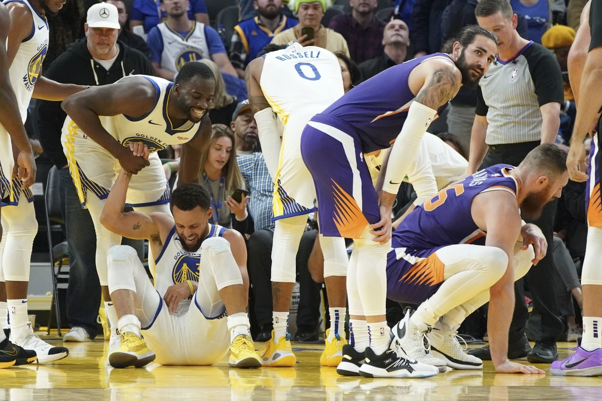 Stephen Curry, tras lesionarse.