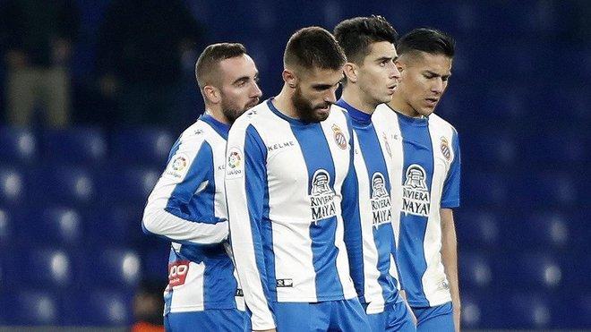 Darder, David López, Marc Roca y Óscar Duarte tras encajar un gol del Betis.