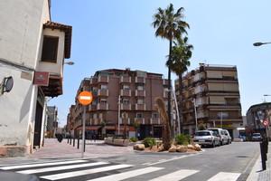La reforma de la plaça de les Palmeres crea la zona comercial per a vianants més llarga de Viladecans