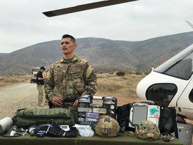 Un agente de la Unidad de TraumaBusqueda y Rescate de la Patrulla Fronteriza de los EEUU.