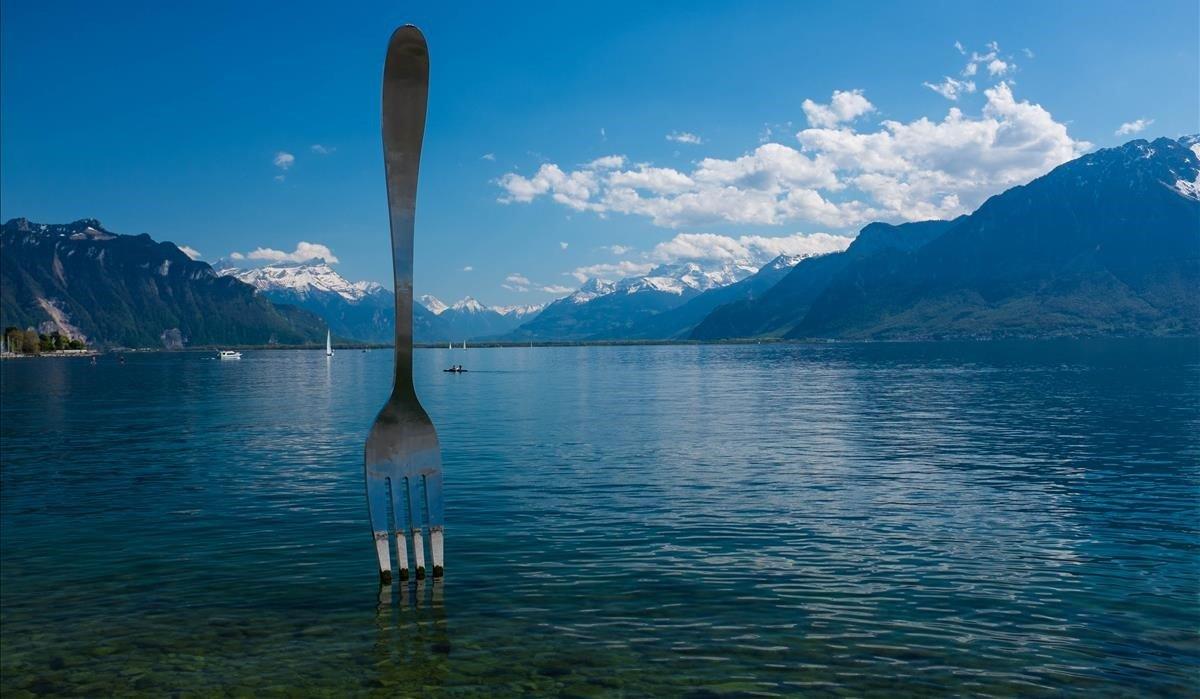 El tenedor, escultura deJean-Pierre Zaugg y Georges Favre, enSuiza.