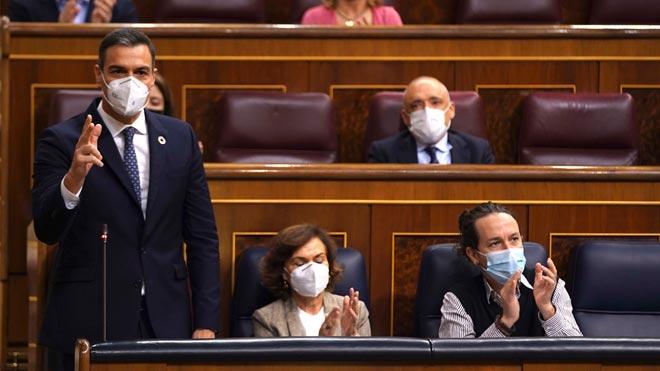 España destinará más de 1.500 millones al impulso del hidrógeno verde. En la foto, Pedro Sánchez, Carmen Calvo y Pablo Iglesias en el Congreso.