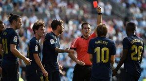 Estrada Fernández expulsa a Modric en el Celta-Madrid por su entrada por detrás a Denis.