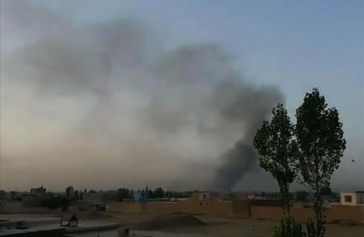 Explosiones en la ciudad de Ghazni, Afganistán, durante el ataque de los talibanes.