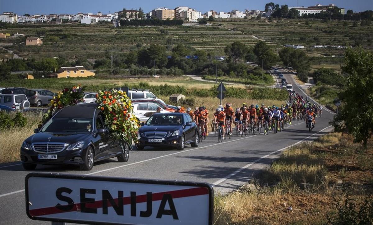 Funeral por el ciclista fallecido elpasado mayo en Oliva.