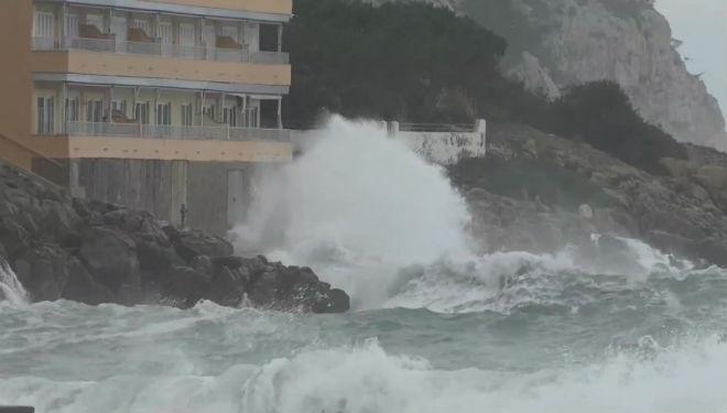 Fuerte temporal de viento en Sant Elm y Puerto de Andratx, en Mallorca.