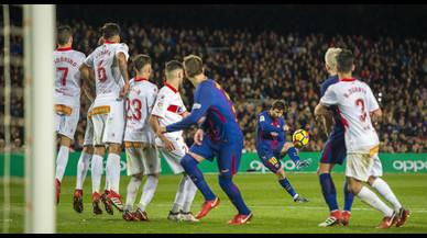Luis Suárez y Messi salvan al Barça de un lío
