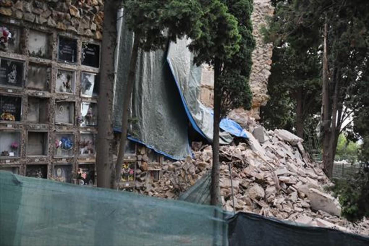 El grupo de nichos que se derrumbaron el 15 de septiembre del 2017 en el cementerio de Montjuïc.