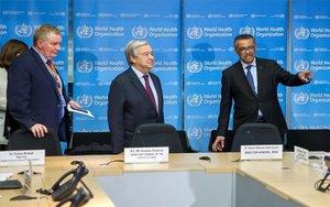 António Guterres,secretario general de ls ONU con directivos de la OMS.