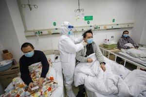 Coronavirus: China eleva a 2.715 los muertos y 78.064 los contagios