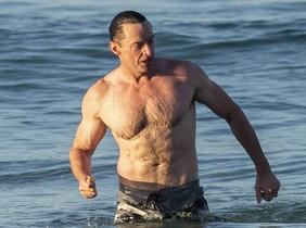 Hugh Jackman, de vacaciones en la playa de Bondi (Sídney).