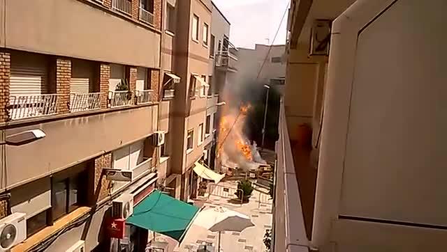 Imágenes de la tubería de gas reventada en Sant Joan Despí.