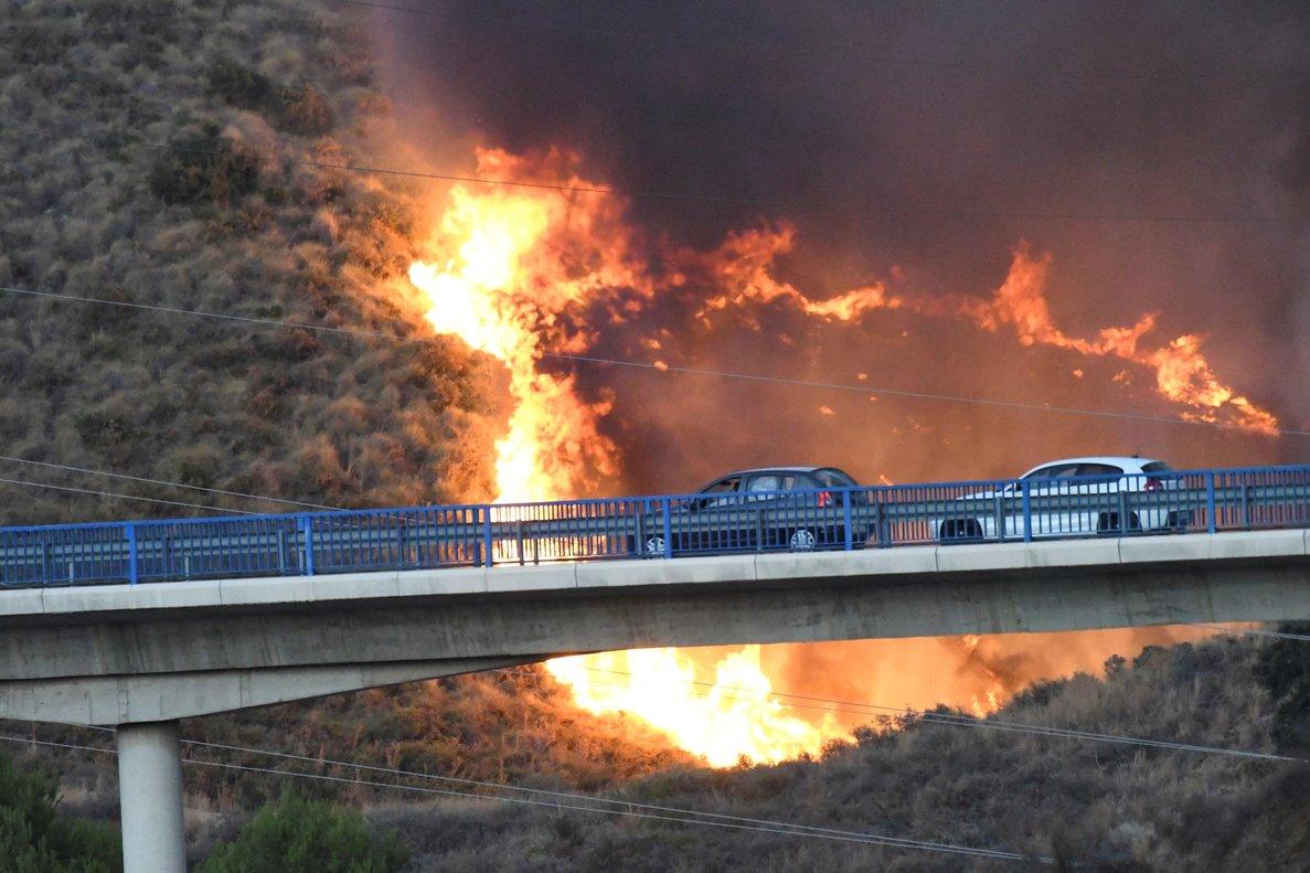 Las llamas se originaron en torno a las 20:15 horas del jueves en la zona de Altos de Marbella.