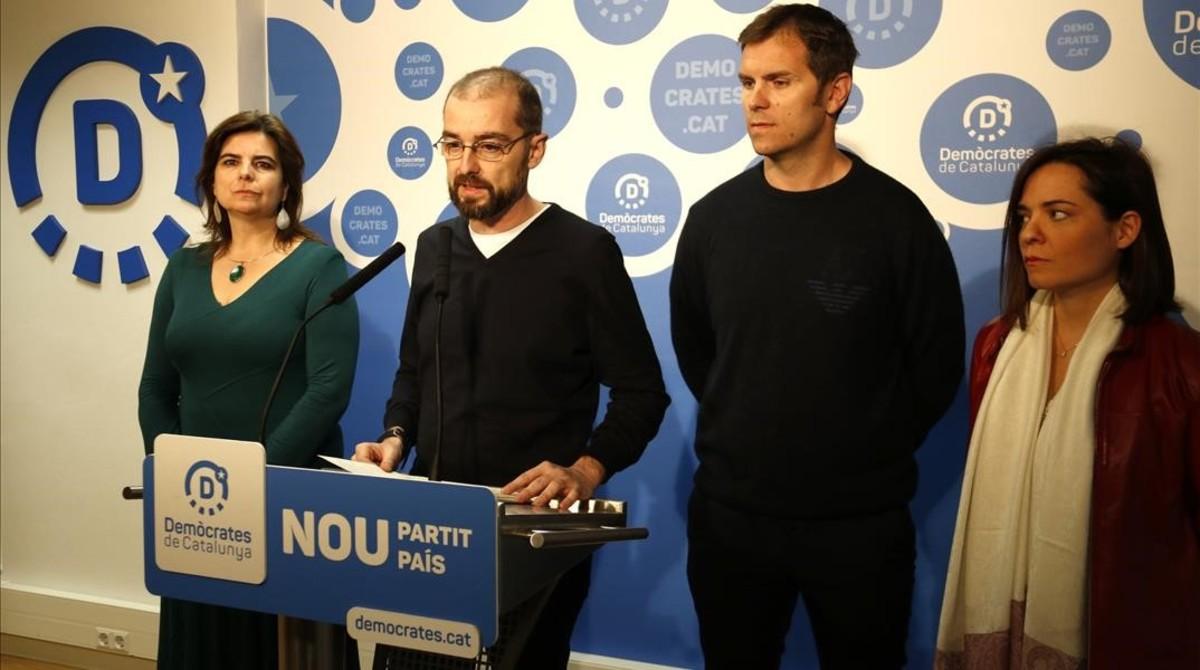 El concejal de Demòcrates en el Ayuntamiento de Barcelona, Gerard Ardanuy, en rueda de prensa.