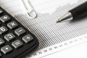 Las dudas sobre quién debe pagar el impuesto han paralizado bancos, vendedores y compradores por igual