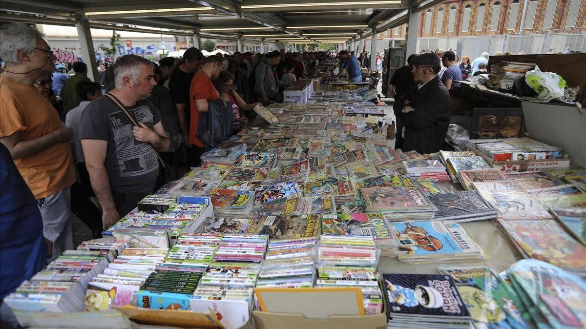 Paradas de libros en el Mercat de Sant Antoni.