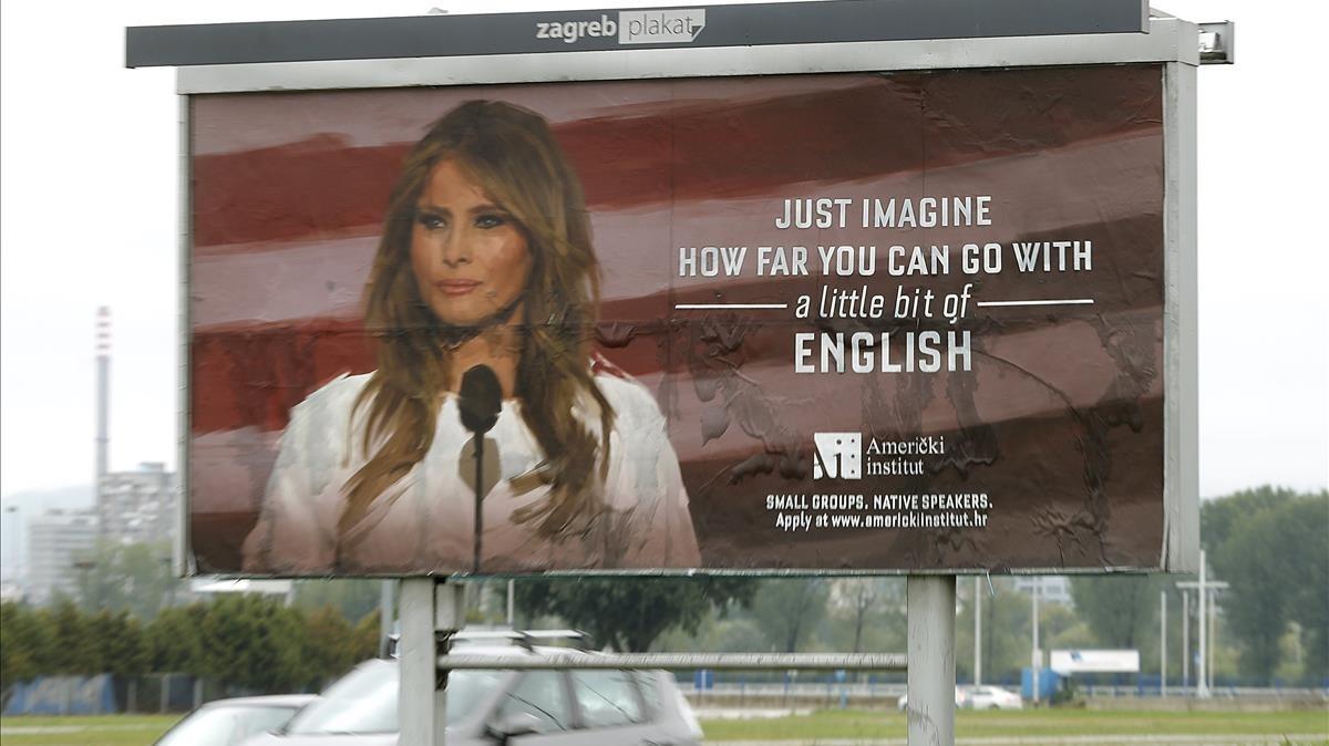 Un cartel con la imagen de Melania en una avenida de Zagred.