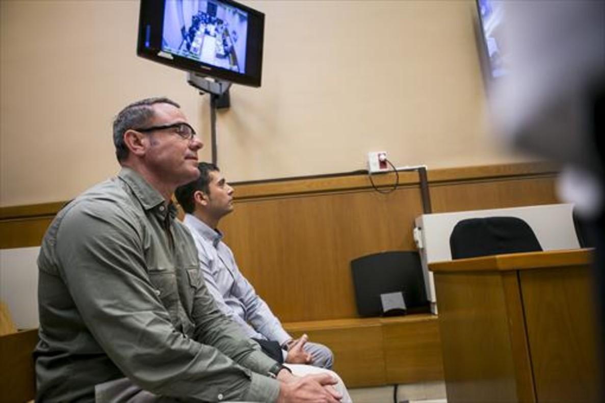 Los dos mossos acusados de mutilar a Quintana, la semana pasada, en la Audiencia de Barcelona.