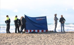 Los Mossos d'Esquadra comprueban si el cuerpo del hombre encontrado en Les Botigues de Sitges es el del desaparecido el miércoles anterior.