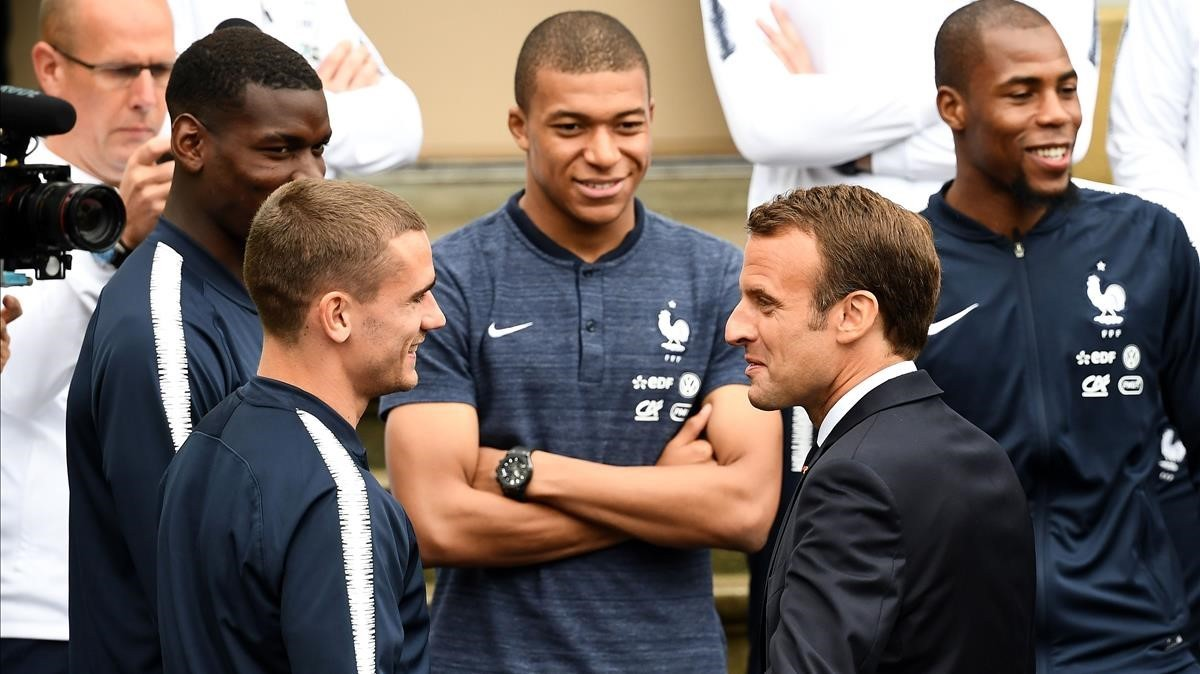 Macron y Griezmann, en París.